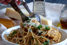Spaghetti z tuńczykiem i szpinakiem