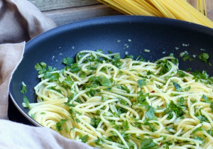Ekspresowy obiad: makaron+czosnek+oliwa+papryczka chili