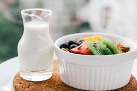 Energetyczna sałatka owocowa z dressingiem