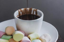 Czekoladowy sos do pianek Marshmallow, owoców, ciastek