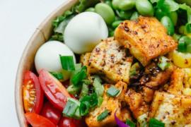 SZYBKA SAŁATKA- smażone tofu+warzywa