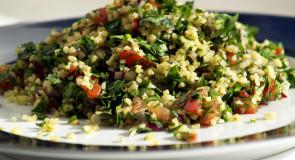 Tabbouleh- egzotyczna sałatka z kuskusem i warzywami