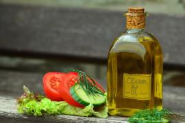 Jaki olej jest najlepszy do sałatek i surówek?