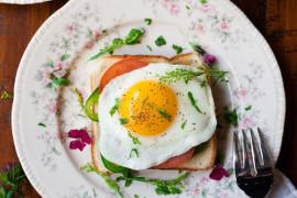 12 smacznych pomysłów na śniadanie z JAJKIEM
