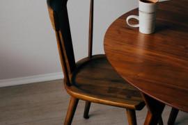 10 niebanalnych inspiracji na krzesła do kuchni i jadalni!