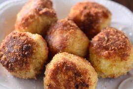 Kotlety ziemniaczane z sosem grzybowym