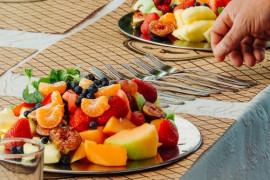 +15 inspiracji na serwowanie owocowych przekąsek LATEM!