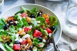 Ekspresowa sałatka z ziemniakami, oliwkami, papryką