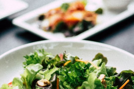 Sałatka brokułowo-mandarynkowa z nerkowcami