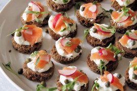 """8 pomysłów na mini kanapeczki ,,koreczki"""" imprezowe"""