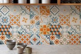 8 pomysłów na kolorowe kafelki w kuchni