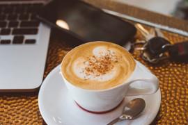 Kawa z nutą pomarańczy i kardamonu