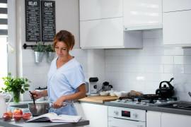 Najlepsze sposoby na przyspieszenie gotowania – czyli jak oszczędzić czas w kuchni?